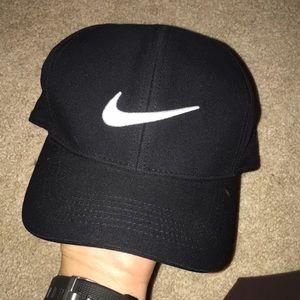 Nike dri-fit hat.